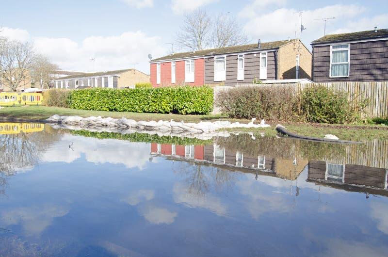 Sacos de areia e águas da inundação, Basingstoke