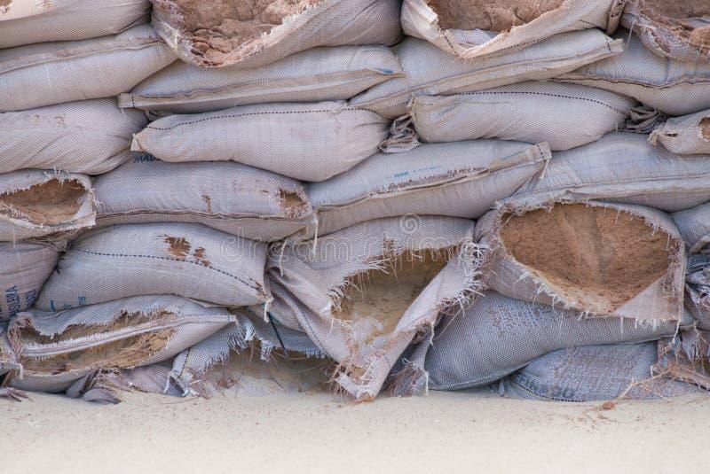 Sacos de areia para a proteção de inundação imagens de stock royalty free