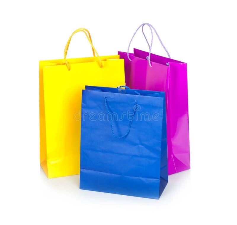 Sacos de compra coloridos na fileira fotos de stock