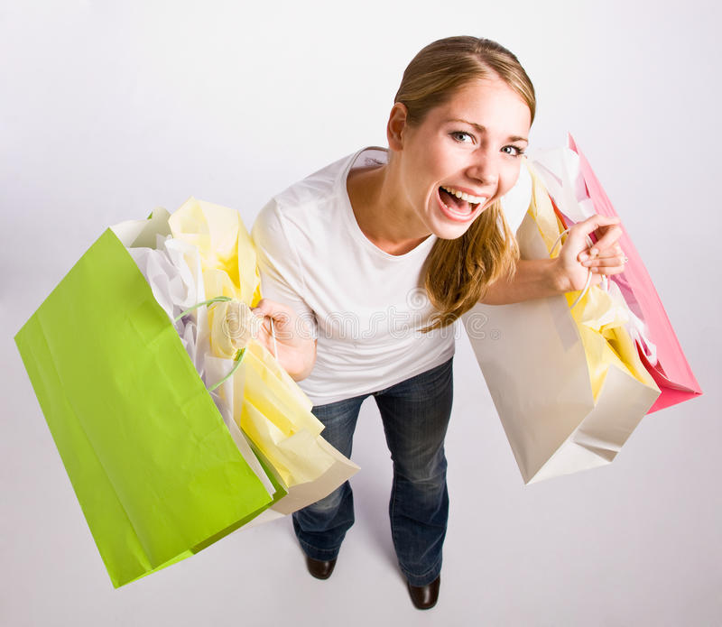 Sacos de compra da terra arrendada da mulher foto de stock royalty free