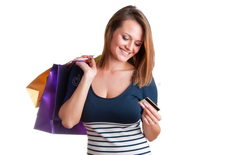 Sacos de compras levando da mulher e guardar um cartão de crédito fotos de stock royalty free