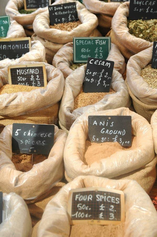 Sacos de especiarias e de condimentos para cozinhar e cozer imagens de stock