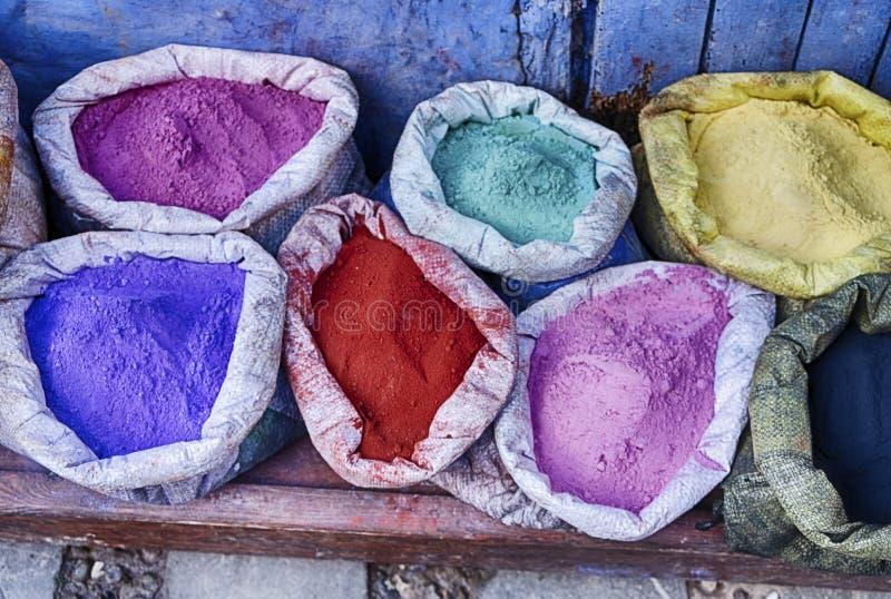 Sacos de pigmentos coloridos foto de stock