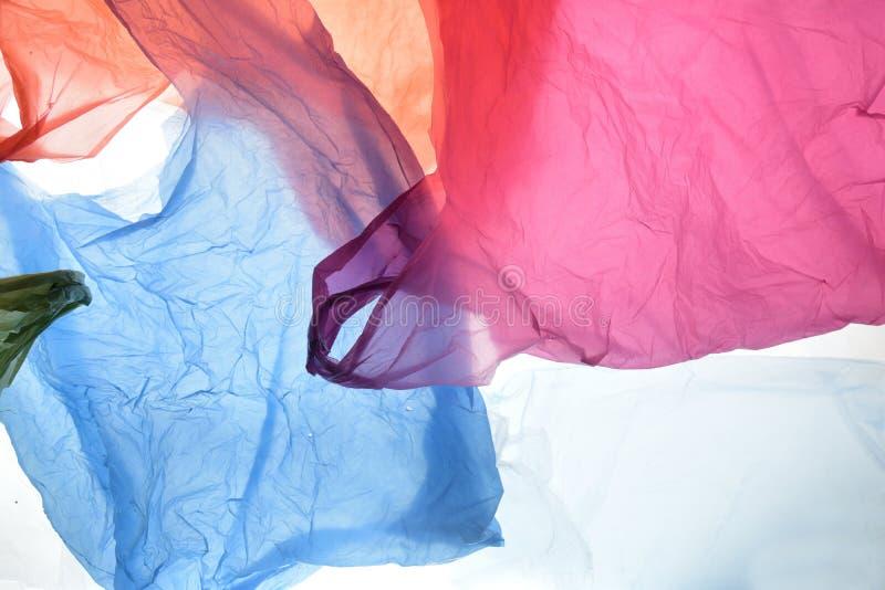 Sacos de plástico de cores usadas e transparentes fotos de stock royalty free