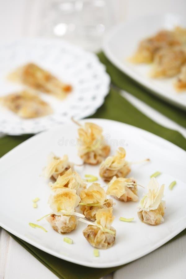 Sacos pequenos do alho-porro e do camarão foto de stock royalty free