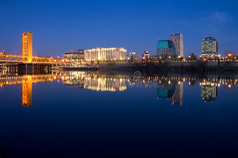 Sacramento bij nacht stock foto