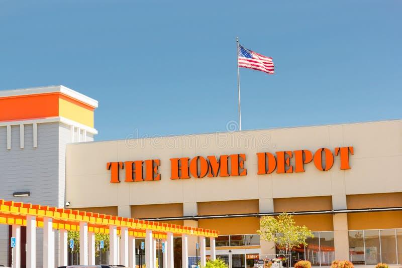 SACRAMENTO, LOS E.E.U.U. - 5 DE SEPTIEMBRE: Home Depot almacena la entrada encendido fotografía de archivo