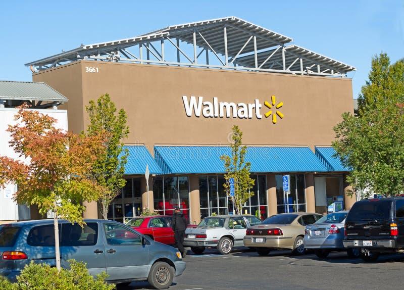 SACRAMENTO, usa - WRZESIEŃ 23: Walmart sklep na Wrześniu 23, 2 obrazy royalty free