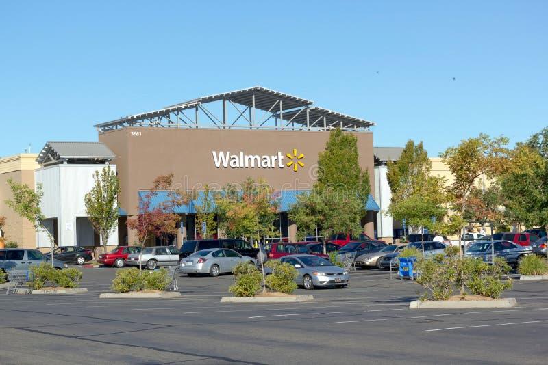 SACRAMENTO, usa - WRZESIEŃ 13: Walmart sklep na Wrześniu 23, 2 obrazy royalty free