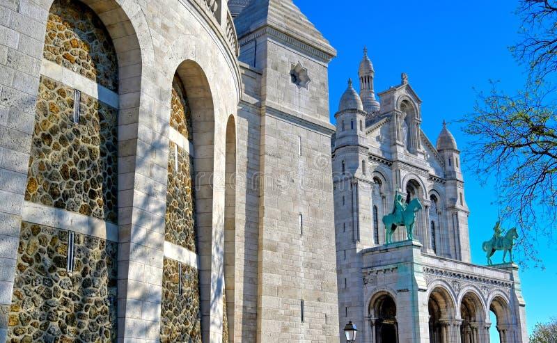 Sacre-Coeur basilika som lokaliseras i det Montmartre området av Paris, Frankrike arkivbilder