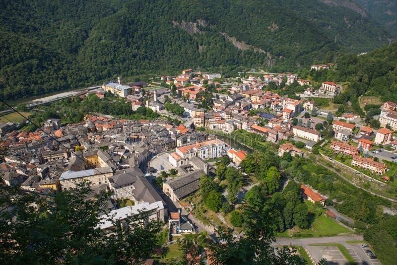 Sacro Monte Di Varallo święta góra w Podgórskim Włochy Unesco światowe dziedzictwo - widok od cableway - obrazy stock