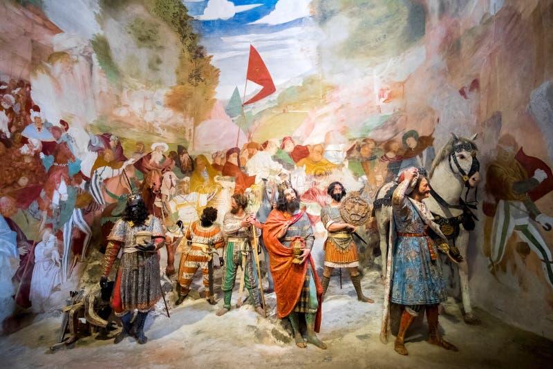 Sacro Monte di Varallo, Piamonte, representación bíblica de la escena de Italia de tres unos de los reyes magos en Belén imagen de archivo