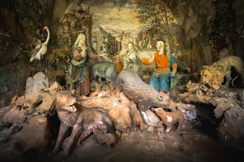 Sacro Monte di Varallo, Piedmont, Itália - uma representação bíblica da cena de uma terracota Jesus Christ cercado pelo animal fe imagens de stock