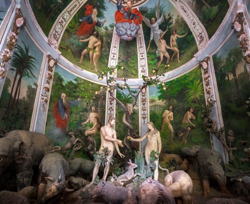 Sacro Monte di Varallo Piedmont - representação bíblica da cena de Adam e de véspera no Eden imagens de stock royalty free