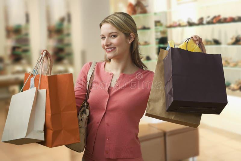Sacs à provisions de transport de femme images stock