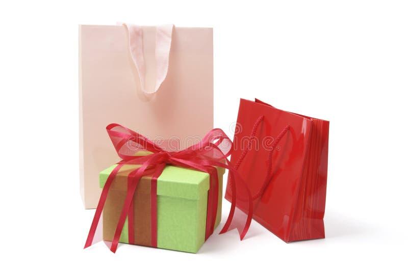 Sacs à provisions et cadre de cadeau images libres de droits