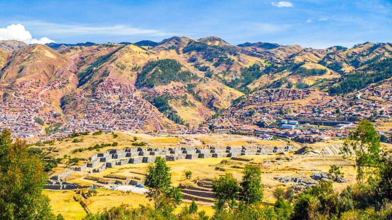 Sacsayhuaman城堡设防墙壁在印加帝国附近库斯科,秘鲁的历史的首都的 免版税库存照片