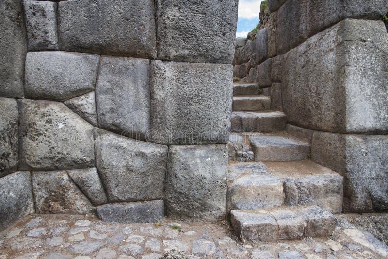 Sacsayhuaman kvarter av stenar av incaen fördärvar nära Cuzco, Peru royaltyfria foton
