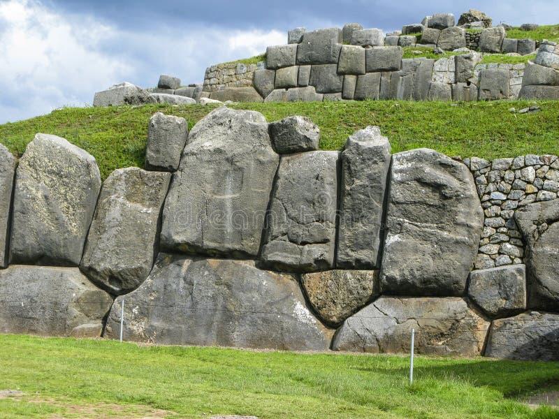 Sacsayhuaman, ruines d'Inca dans les Andes péruviens chez Cuzco image stock