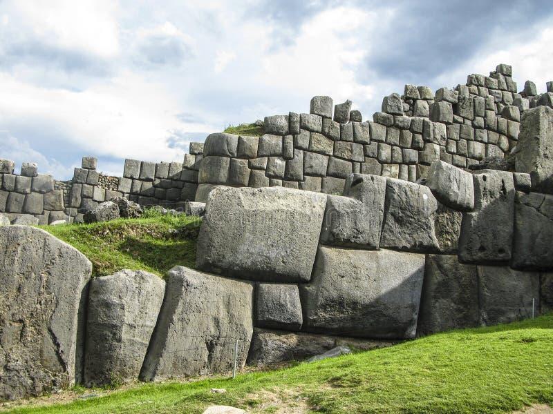 Sacsayhuaman, ruines d'Inca dans les Andes péruviens chez Cuzco photo libre de droits