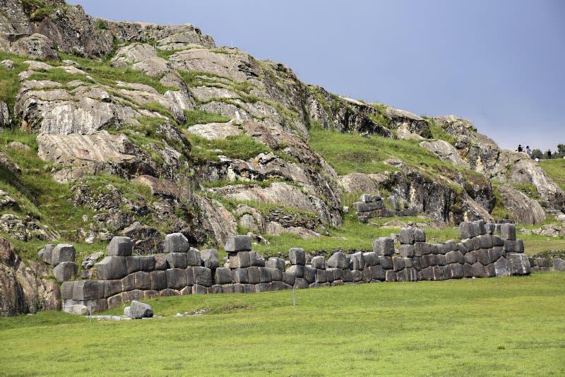 Sacsayhuaman väggar, forntida incafästning nära Cuzco royaltyfri bild