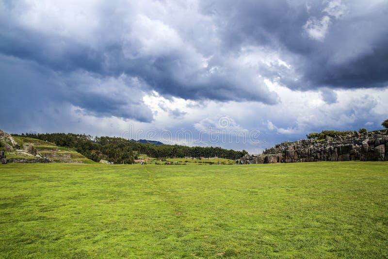 Sacsayhuaman-Wände, alte Inkafestung nahe Cuzco lizenzfreie stockfotos