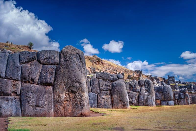 Sacsayhuamanru?nes in Cusco, Peru Een monumentaal complex van steengebouwen dat door Incas wordt gemaakt stock afbeelding