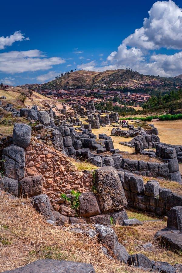Sacsayhuamanru?nes in Cusco, Peru Een monumentaal die complex van steengebouwen door Incas wordt gemaakt stock afbeelding