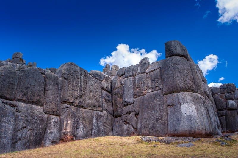Sacsayhuamanru?nes in Cusco, Peru Een monumentaal die complex van steengebouwen door Incas wordt gemaakt stock foto's