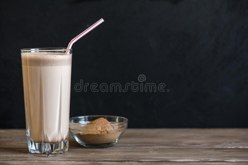 Sacudida de la proteína del chocolate foto de archivo