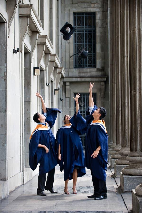 Sacudida del sombrero de los graduados fotos de archivo