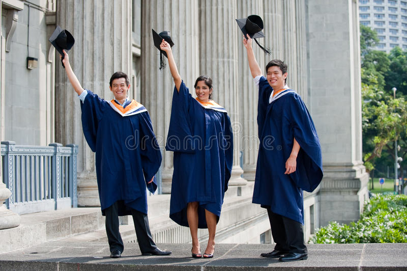 Sacudida del sombrero de los graduados fotografía de archivo libre de regalías