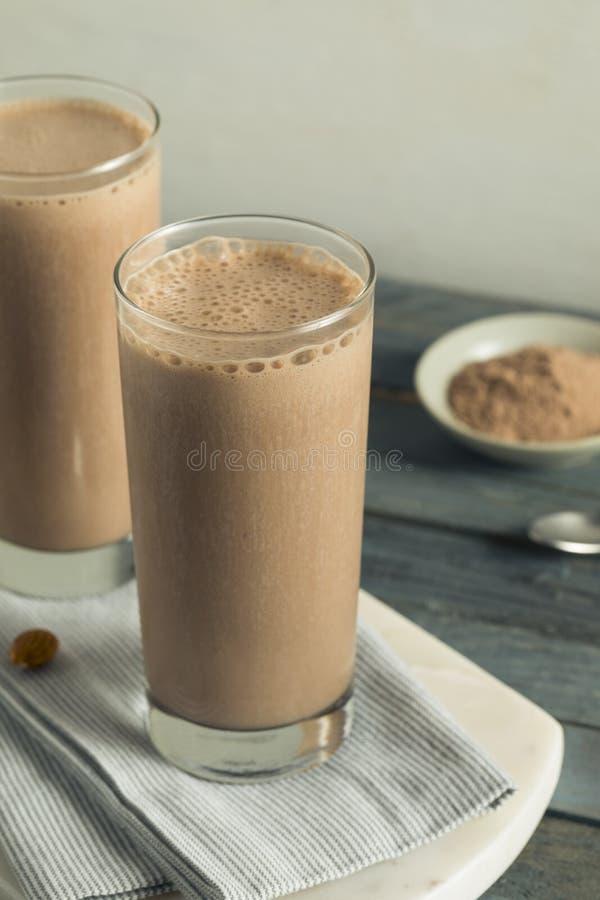 Sacudida hecha en casa sana de la proteína del chocolate imagen de archivo
