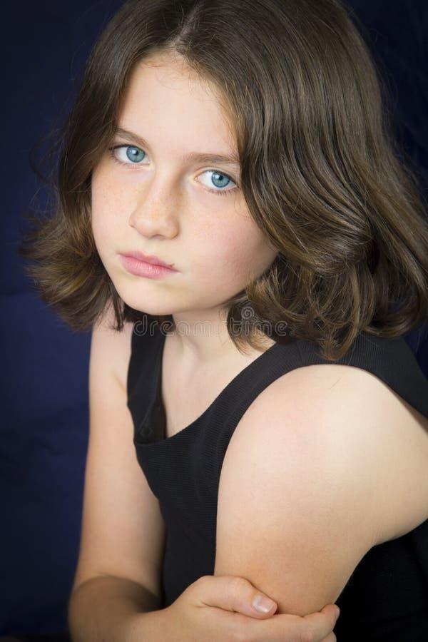 SAD barn för härlig flickastående arkivfoto