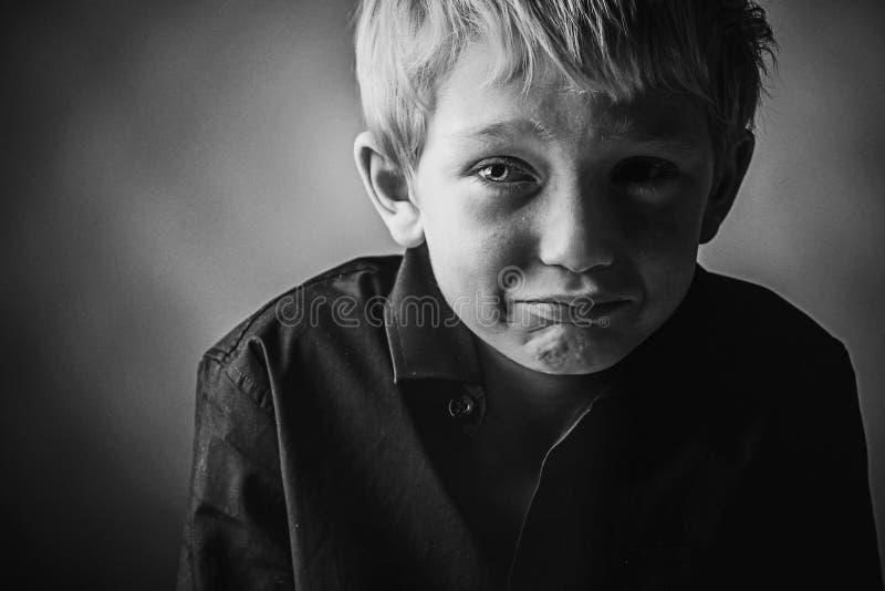 SAD barn för pojke royaltyfri foto