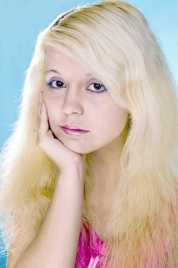 Download SAD blond flicka fotografering för bildbyråer. Bild av lampa - 19775803