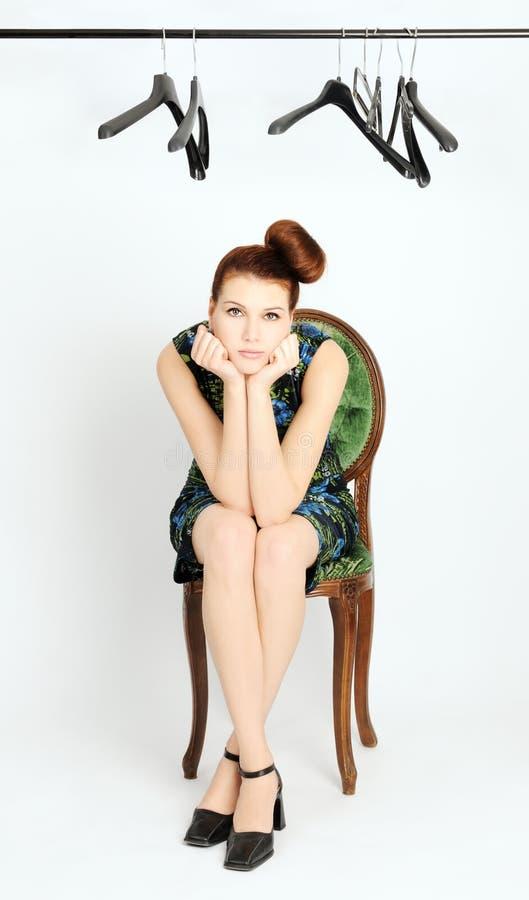 Download SAD flicka arkivfoto. Bild av kläder, shopping, kvinna - 27282920