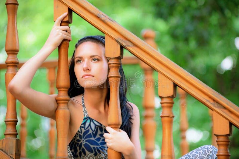 SAD kvinnabarn för handrail arkivbilder