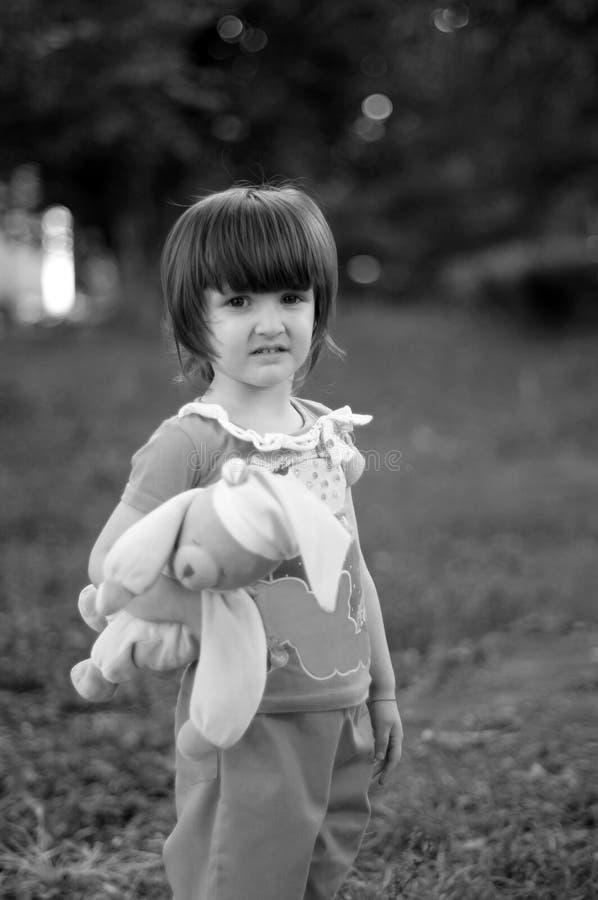SAD liten flicka arkivfoto