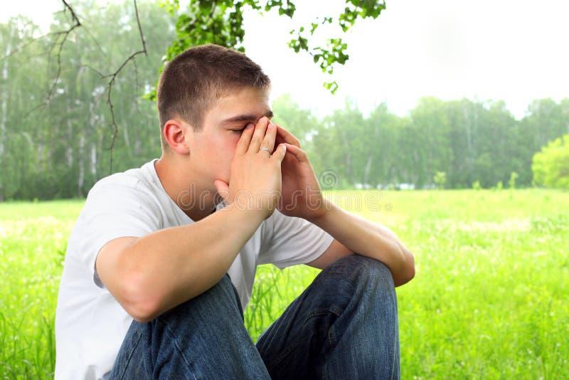 Un suicidé peut-il aller au Ciel? - Page 14 Sad-teenager-19900994