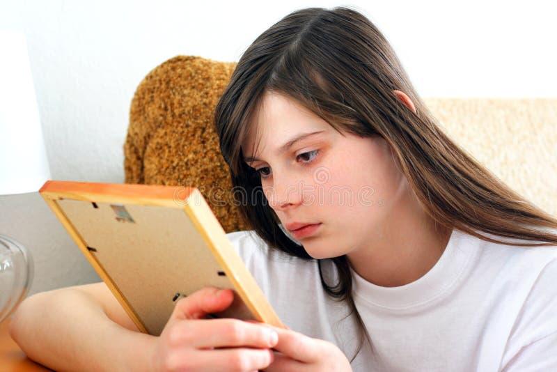 SAD tonårs- flicka royaltyfri bild
