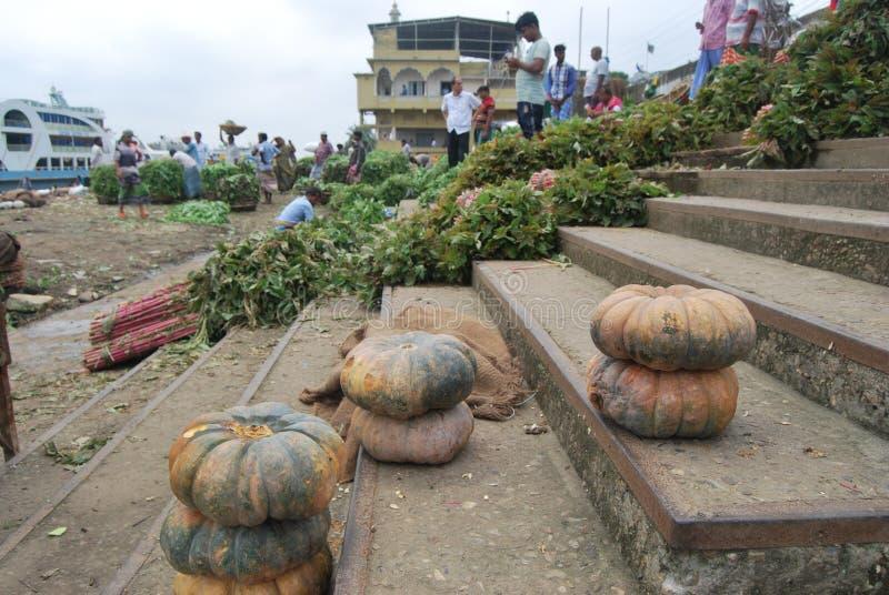 Sadarghat port na Buriganga rzece jest znacząco rzecznego transportu centrum fotografia royalty free