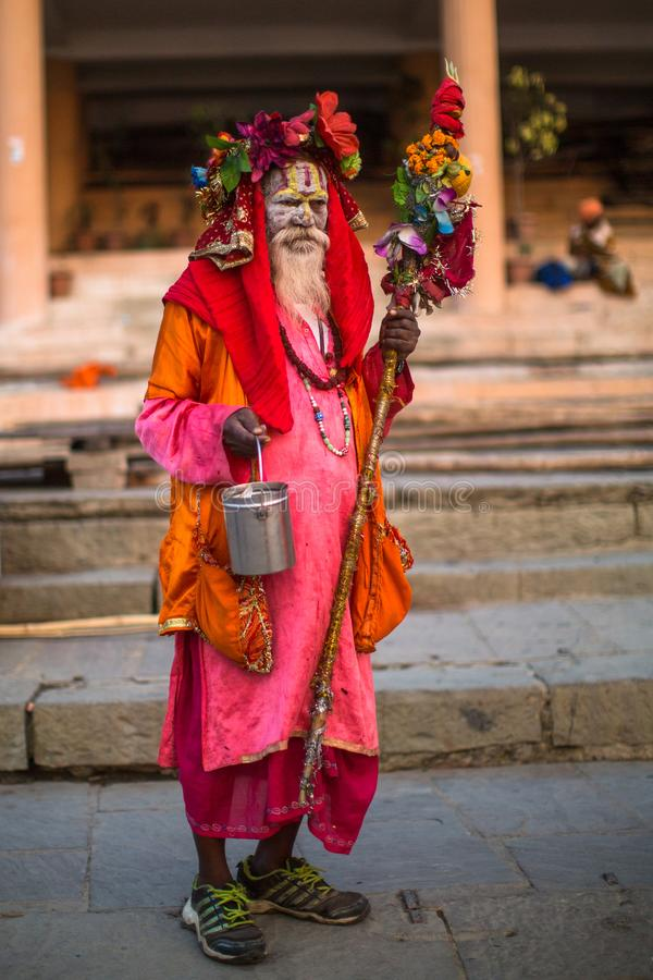 Download Sadhu Of Baba Heilige Mens Op Ghats Van De Rivier Van Ganges Redactionele Foto - Afbeelding bestaande uit allahabad, menselijk: 114225551