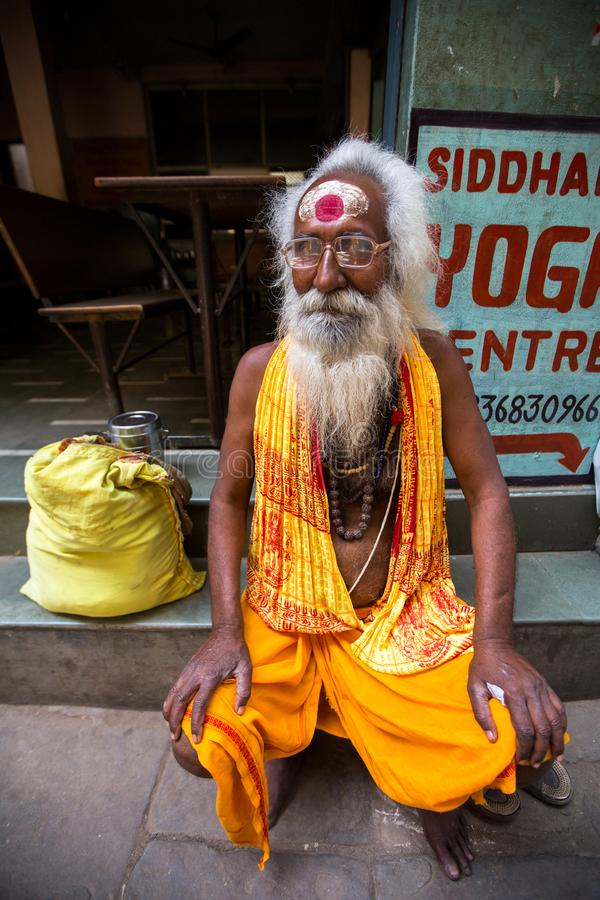Download Sadhu Of Baba Heilige Mens Op Ghats Van De Rivier Van Ganges Redactionele Foto - Afbeelding bestaande uit geloof, baard: 114226711