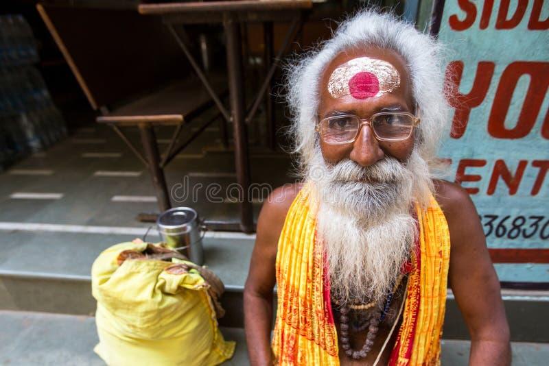 Download Sadhu Of Baba Heilige Mens Op Ghats Van De Rivier Van Ganges Redactionele Stock Foto - Afbeelding bestaande uit ghat, pelgrim: 114226723