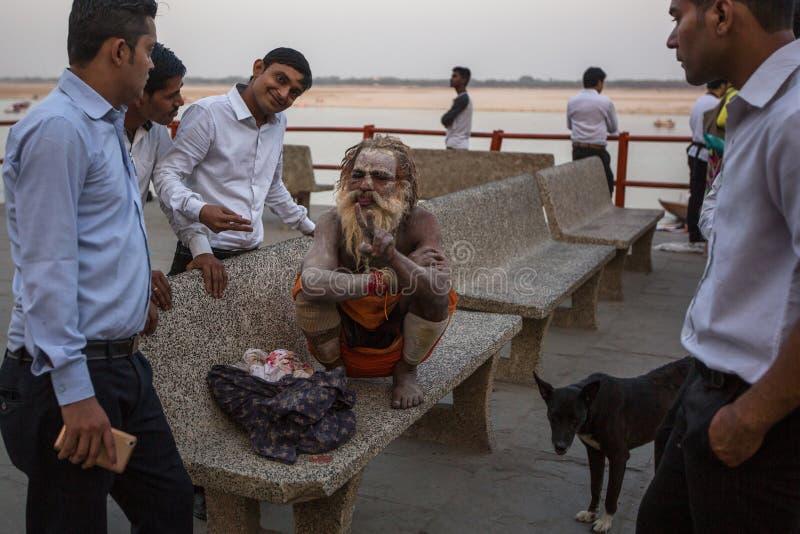 Download Sadhu Of Baba Heilige Mens Op Ghats Van De Rivier Van Ganges Redactionele Fotografie - Afbeelding bestaande uit mannetje, cultuur: 114226732