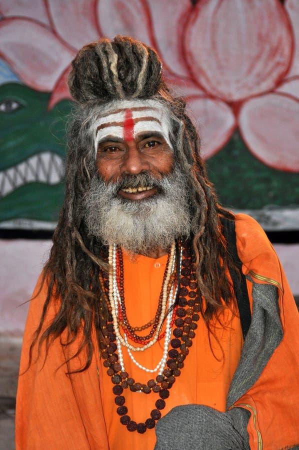 Sadhu (heiliger Mann) in Varanasi, Indien lizenzfreie stockfotografie