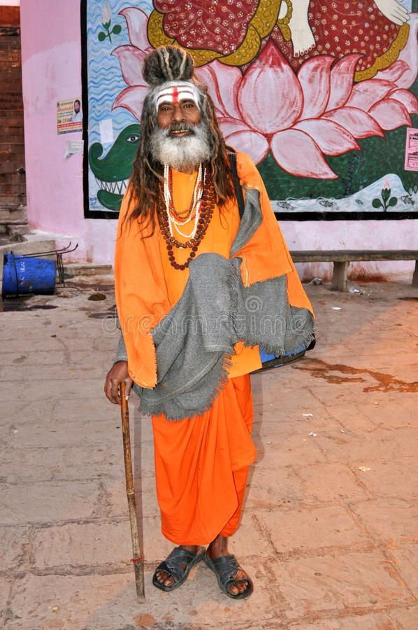 Sadhu (hombre santo) en Varanasi, la India foto de archivo libre de regalías