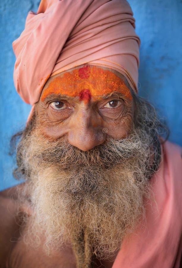 Sadhu (homem santamente) em Varanasi, India fotos de stock royalty free