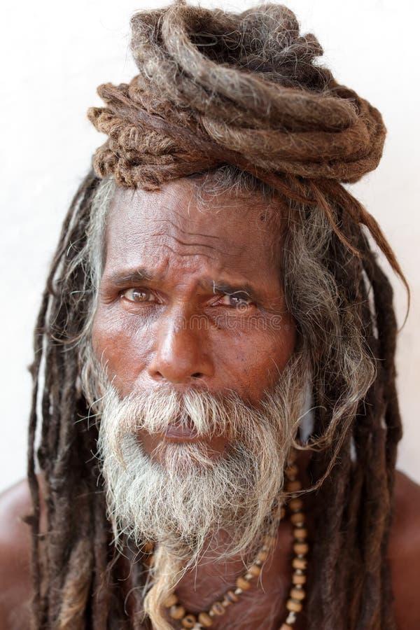 Sadhu (homem santamente) em Varanasi, India fotos de stock